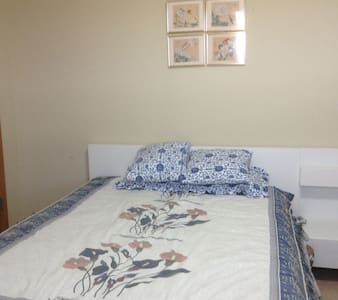 A large bedroom in a safe & quiet neighborhood - Osseo - Talo