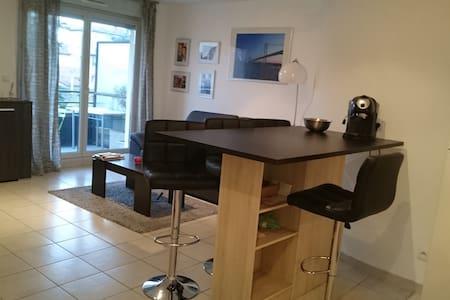 Appartement dans résidence avec piscine - Villefranche-sur-Saone - Lejlighed