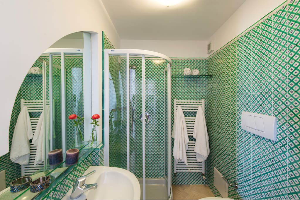 Superior room-Bathroom with shower