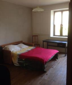 Chambre avec balcon privé - Cramans