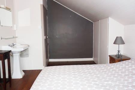 Deux chambres au pied des Montagnes noires - Trégourez