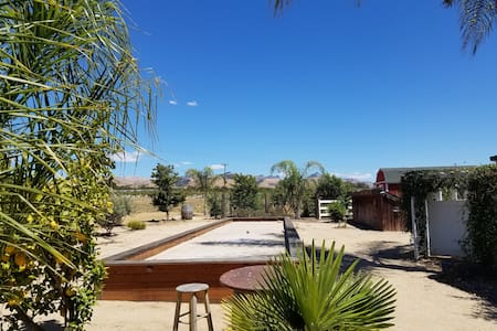VINEYARD RANCH POOLSIDE RETREAT W/ VIEWS SLEEPS 2+ - Hollister