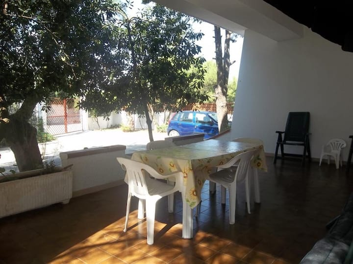 Garden house at 100 m from the beach