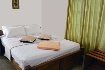 Empyrean Colombo Airport Hotel - Bed & Breakfast
