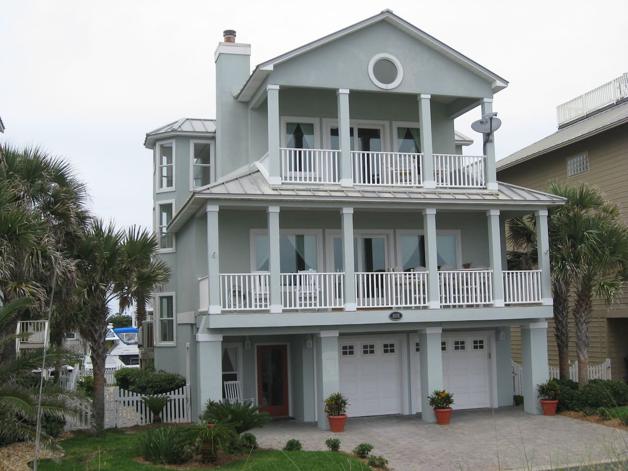Front of House Overlooks Pensacola Beach