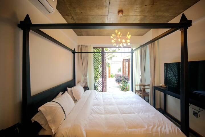 一楼套房大床房 Master Bedroom
