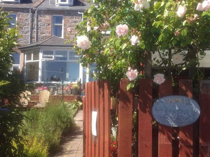 Aurora 4* Guest House with breakfast included (R4)
