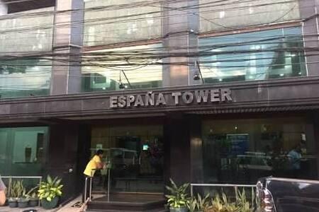 Cozy Minimalist Studio Unit With Balcony in Manila