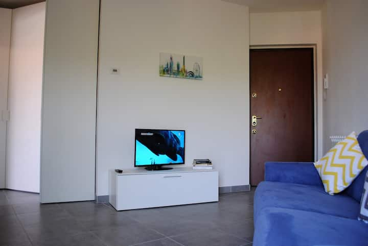 Juelì studio close by Malpensa airport with high speed wifi and self check-in