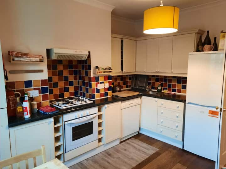 Nice Double Room in between Hammersmith and Fulham