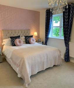 Tilstock Shrops King Room with Private en-suite
