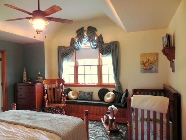 The Old Sailor - The Dragonfly Bed and Breakfast
