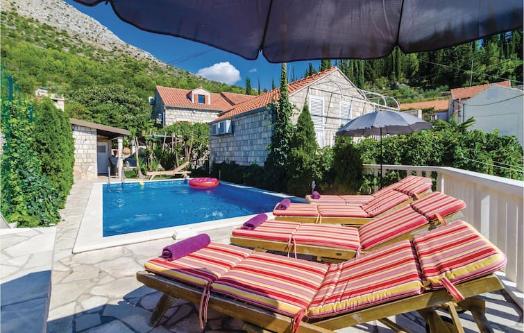 Holiday cottage with 3 bedrooms on 129 m² in Zaton Veliki
