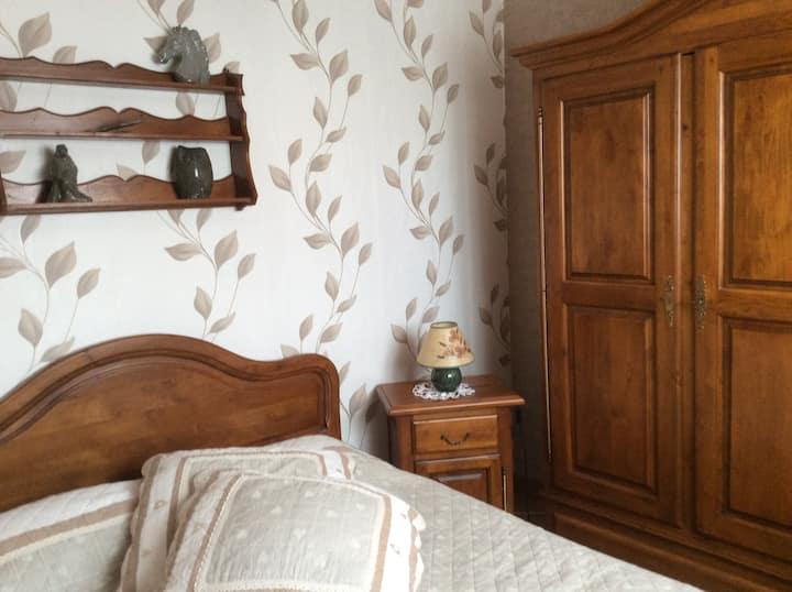 Chambre dans pavillon au calme
