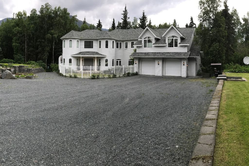 View of the estate as you enter the driveway.