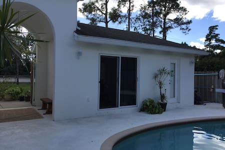 POOL CABANA // Wifi & DIRECTV - West Palm Beach