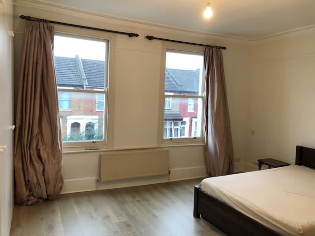 Beautiful Double Room available Willesden Junction