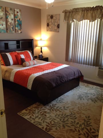 B2-Immaculate Corporate 1bd House - Glendale - Appartement