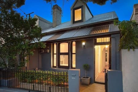 Charming inner west cottage - Stanmore - Talo