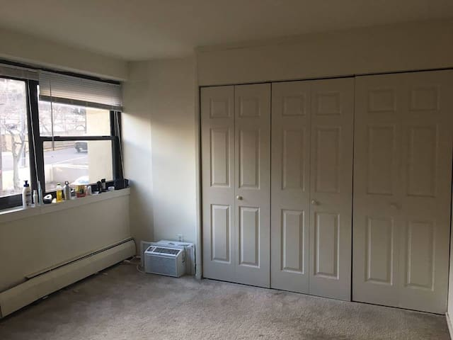 Cozy Private/shared room for a very low rate - New Brunswick - Apartment