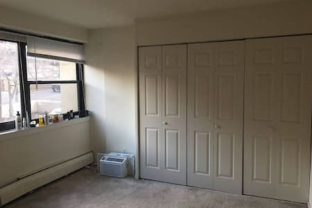 Cozy Private/shared room for a very low rate - New Brunswick