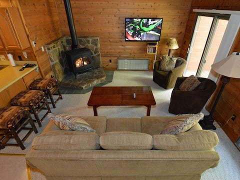 Powder Monkey #11:  3 BEDROOMS, 2 FULL BATHS:  Outstanding Ski In / Ski Out