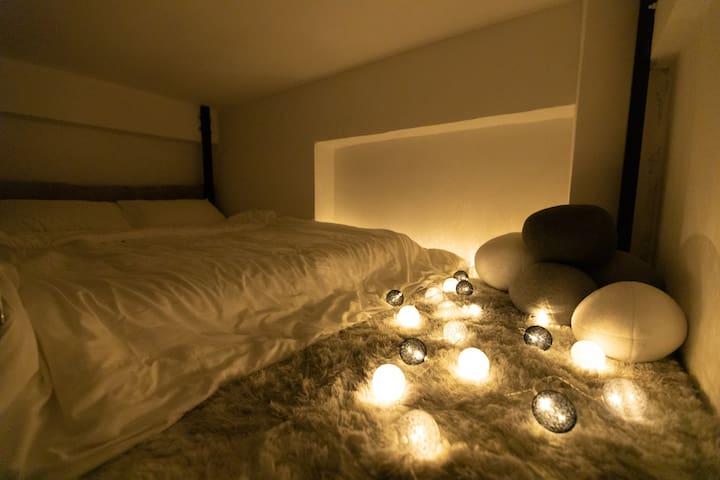 【北京路步行街3分钟】WS家公寓08-石头部落/全屋地毯loft大床房/巨幕投影/鹅卵石/星光