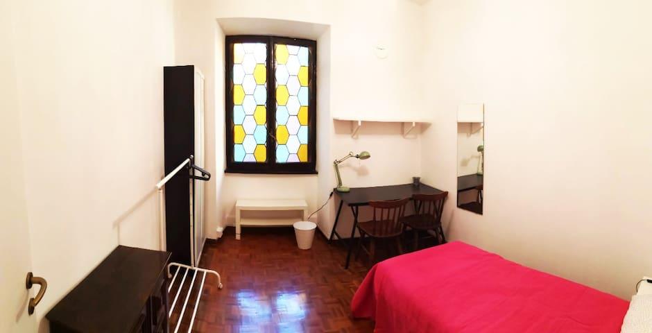 Pretty room, close the Coliseum and near Metro A