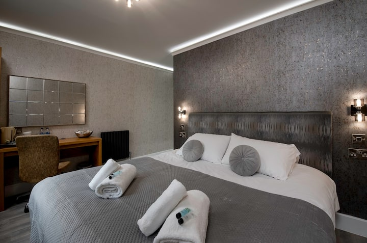 Luxury  Super King Ensuite at Quayside Hotel & Bar