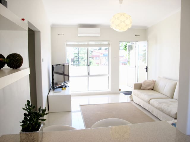 Private Room in Cottesloe Beach Apartment