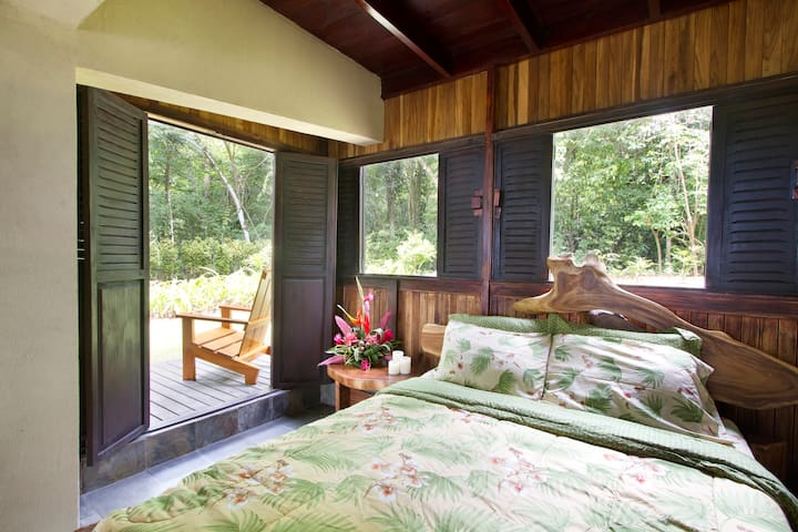 NATURA RESERVE Casa Matapalito Bedroom 1st floor QUEEN with private balcony (Room #3)