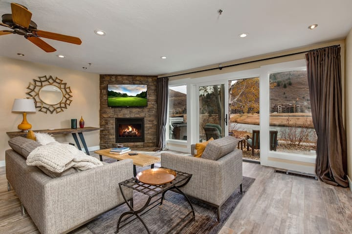 Deer Valley Fawngrove 1624- Stunning views -Deer Valley Village. Private Hot tub
