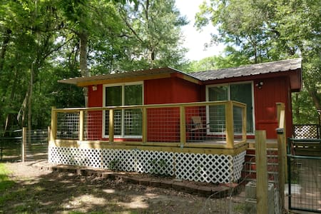 Quiet, rural cabin on private lake in East Texas