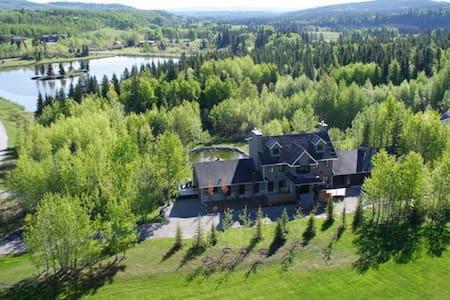 Amazing lakeside home near Calgary - Ház