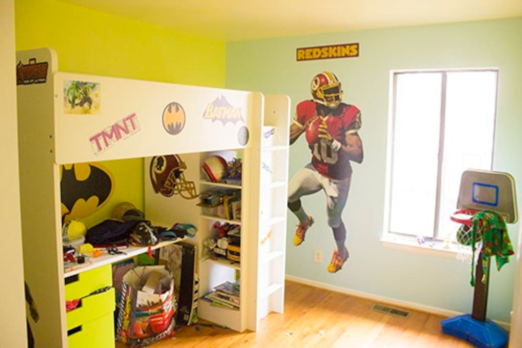 Kids room with single bunk and extra air mattress