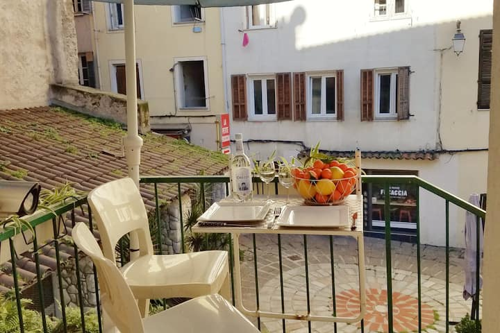 Apartment in Ajaccio's Old town and near the beach