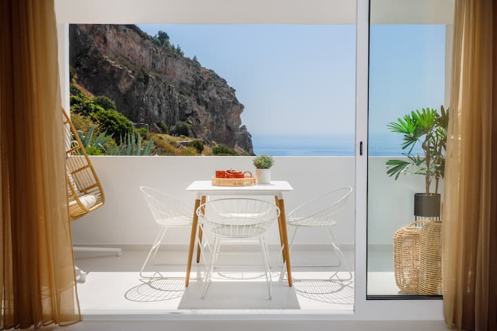 Sesimbra Beach House by Saudade