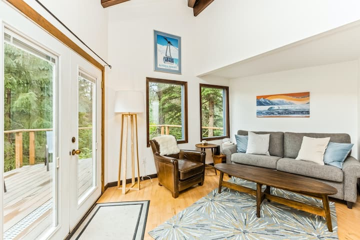 New listing! Contemporary cabin w/ spacious deck, mountain views, & free WiFi!
