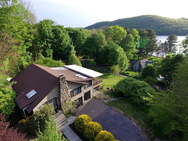 Lake Views and Sunset Evenings - Danbury - House