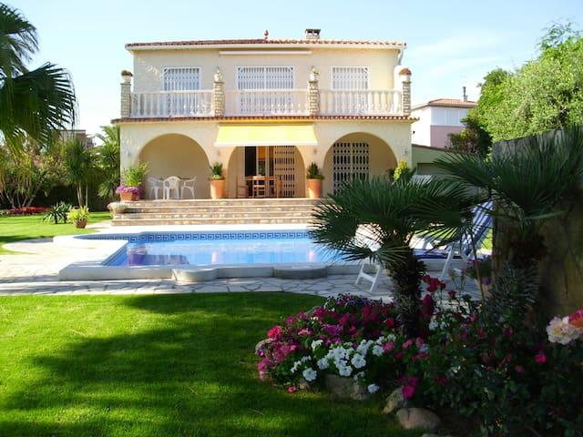 Villa Casa Ines mit wunderschöner Ferienwohnung