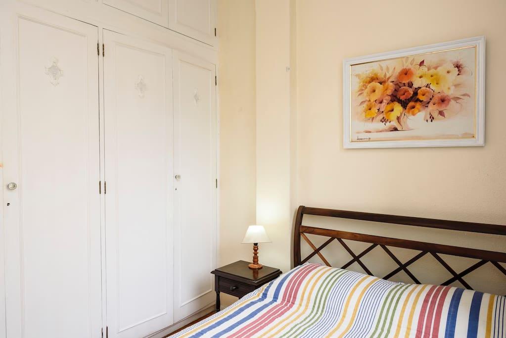 Quarto arejado 3x3m cama casal arm rio 4portas for Badezimmer 3x3m