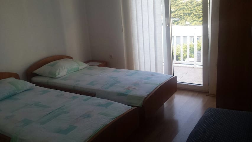 Twin bedroom - Neum - House