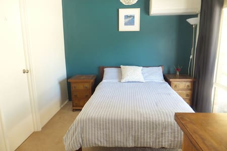 comfortable bedroom in cosy house - Stratton - Rumah