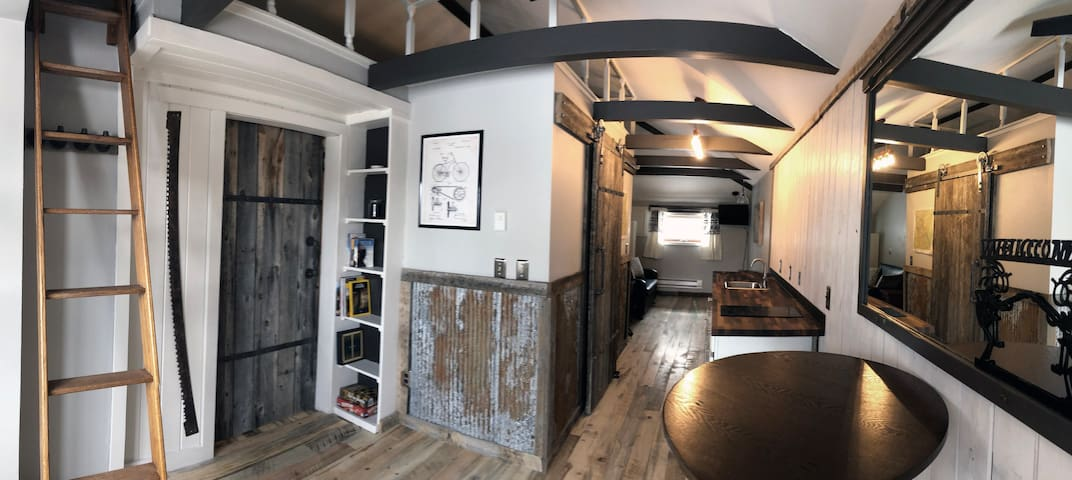 Charming 1890's Log Cabin Apt 2