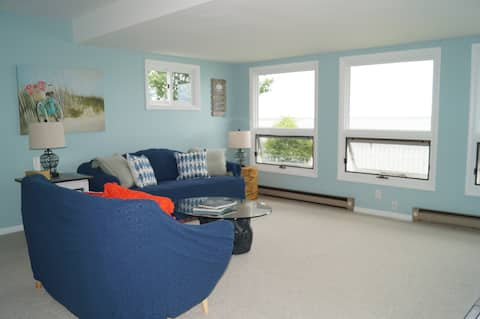 Lakefront 2 Bedroom House,1+ hour to Niagara Falls