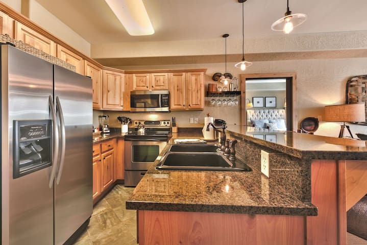 Fully Equipped Kitchen with Stainless Steel Appliances, Lovely Granite Counters and All the Utensils Needed for the Chef(s) in the Group