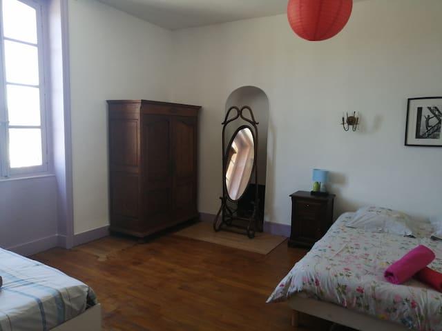 Chambre 2 - 1 lit double (160) et 1 lit simple