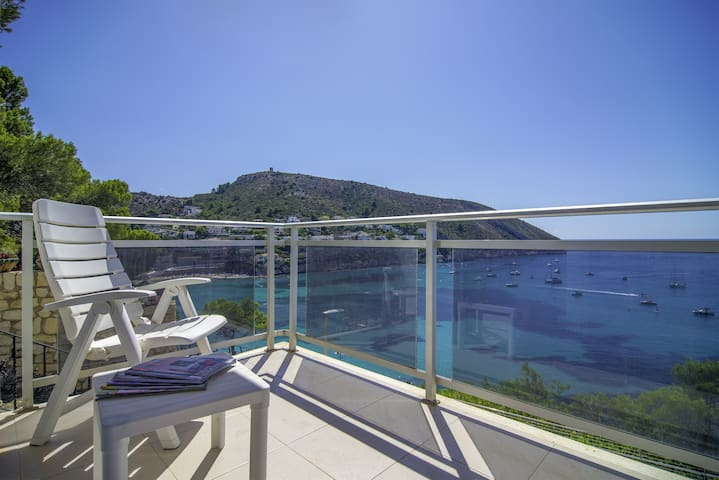BELLISSIMO, apartment with privileged views to the Portet of Moraira. free wifi