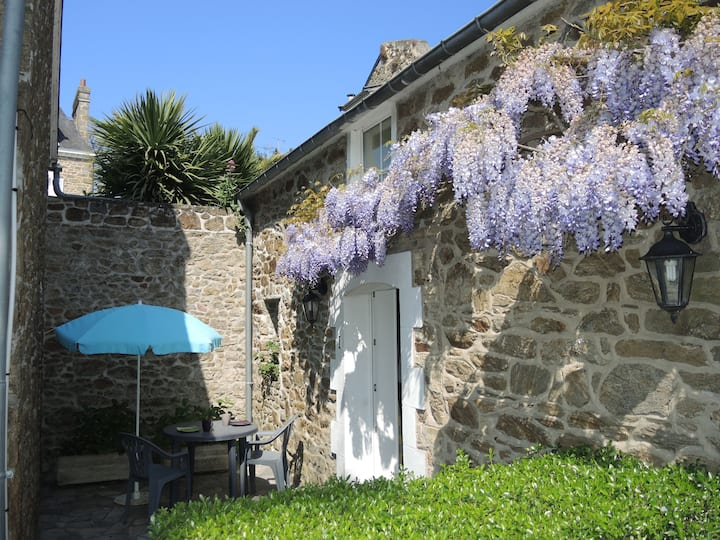 Charming studio, terrace-Dinard center-beach 250m