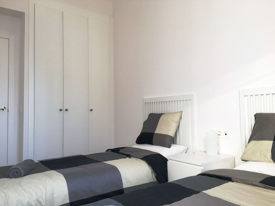 Room B - 2 single beds